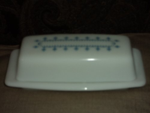 (Vintage Pyrex Snowflake Blue Garland Covered Butter Dish)