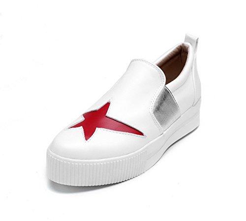 AllhqFashion Damen Rund Zehe Ziehen auf PU Leder Niedriger Absatz Pumps Schuhe Weiß