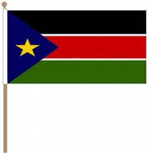Flagmania® 12 Stück Sudan South 30,5 x 45,7 cm große Hand winkende Flaggen + 59 mm Button Badge