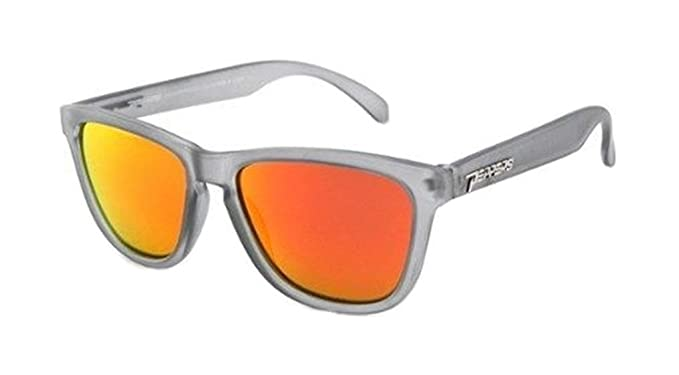 5d26f20436e Amazon.com  Peppers Men s 2 Step Polarized Sunglasses