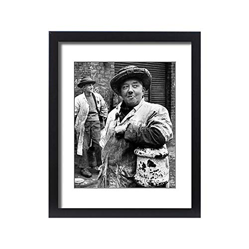Media Storehouse Framed 20x16 Print of Billingsgate Fish Porters (11738856) ()