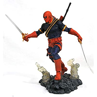 DIAMOND SELECT TOYS DC Gallery: Deathstroke PVC Figure: Toys & Games