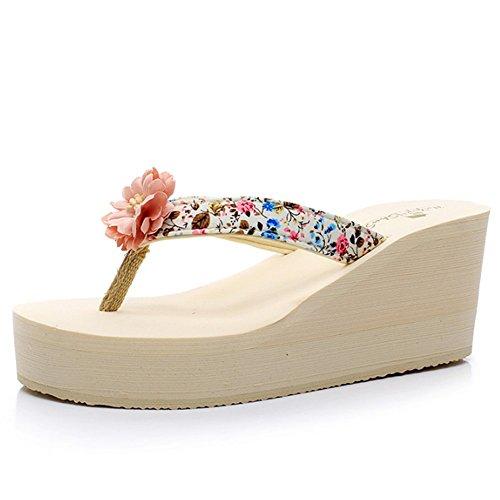 Cómodo Pendiente de la flor con los deslizadores de la palabra Zapatillas femeninas del desgaste de la manera del verano femenino Zapatillas al aire libre inferiores gruesas de las señoras lindas Zapa A