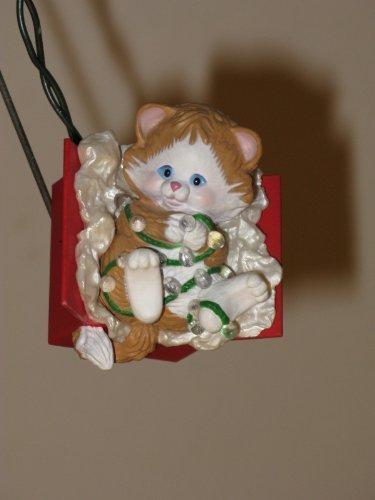 Hallmark Holiday Magic - Kitty Capers - 1986 QLX7164 Blinking Light Ornament