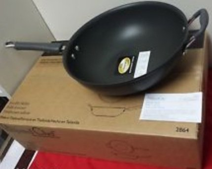 The Pampered Chef Executive Stir-fry Skillet by Pampered Chef