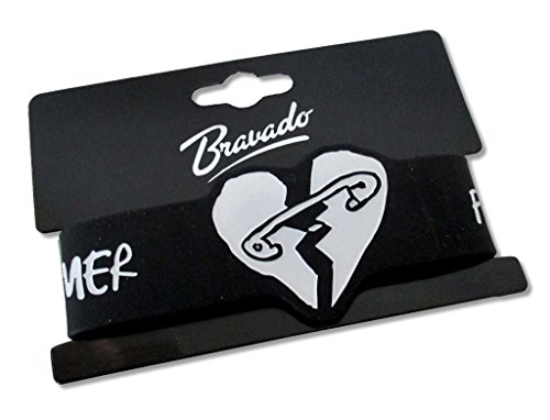 5-seconds-of-summer-heart-with-pin-black-silicone-wristband