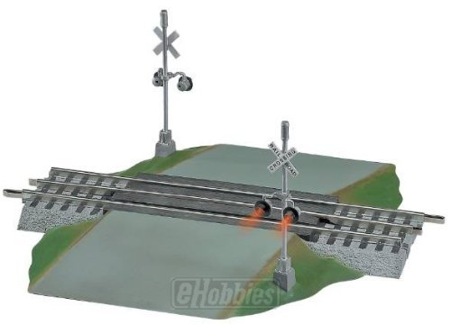 Lionel FasTrack Grade Crossing w/ Flashers 612052 by Lionel - Lionel Fastrack Figure