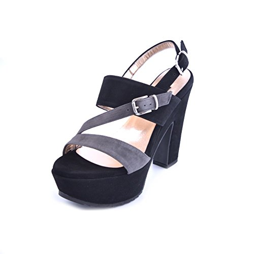 Sandali donna Albano in camoscio nero e grigio con fasce intrecciate. Chiusura con cinturino e tacco robusto da 12cm e plateau da 3cm. PRODOTTO MADE IN ITALY