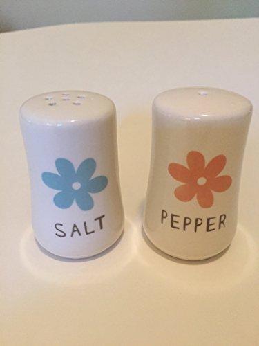 (Gartner Studios Flower Salt and Pepper Shakers)
