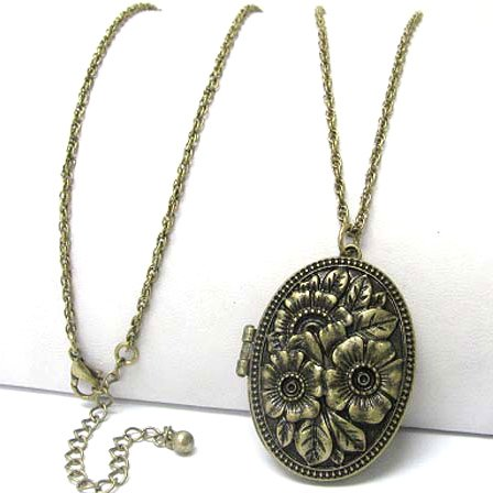 "Silver Insanity Vintage Oval Rose Scent Aroma Locket Pendant with 30"" Antiqued Brass Necklace"