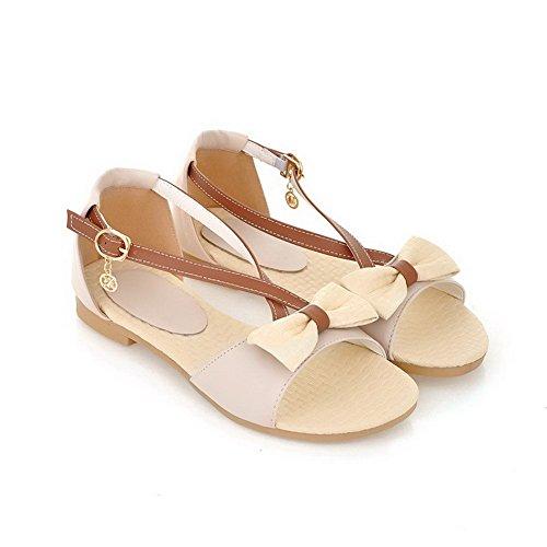 AllhqFashion Damen Gemischte Farbe Schnalle Offener Zehe Niedriger Absatz Sandalen Cremefarben