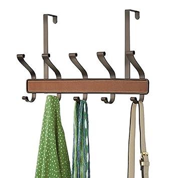 mDesign Perchero de puerta para colgar abrigos, sombreros o toallas - Práctico perchero metálico para el pasillo - Colgador para puerta con 5 ganchos dobles ...