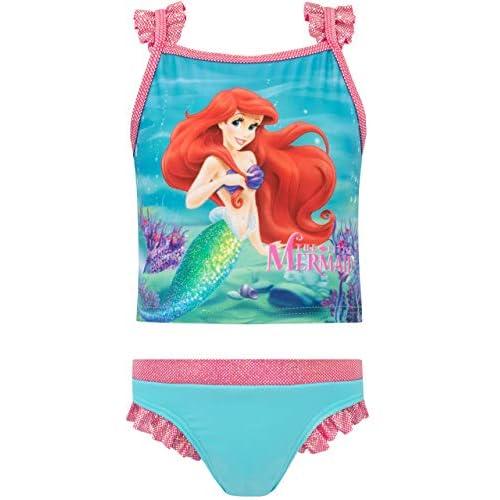 41%2BljSYpQeL. SS500 Bañador para niñas de La Sirenita. Este traje de baño de dos piezas de Disney trae un top que muestra a Ariel con su cola brillante y tiras en rosa y plateado. 85% Poliéster, 15% Elastano