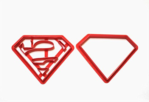 - AbsoluteM comics super hero. Superman Logo Cookie Cutter Set. Various sizes. Easy to use. Perfect for fondant cake decor. Enjoy using to decorate your cake. MADE IN USA (2 inch)