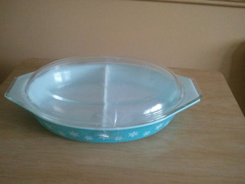 (Vintage Pyrex Turquoise Divided Snowflake Casserole Dish #28 w/Lid)