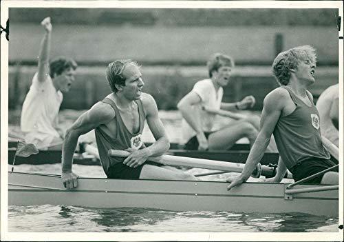 Regatta Henley (Vintage photo of Henley Royal Regatta: downing college in the ladies plate)