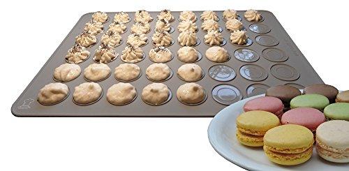 BackeFix - Premium Macarons Backmatte - die beliebteste Form für Anfänger passend zum Buch - der zeitlose Klassiker, 24 französische Makronen Kekse mit einem Förmchen backen | 2 Jahre Zufriedenheitsgarantie (grau)