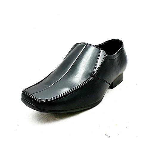 Schwarzes Quadrat Fuß rutschen auf formale Schuhe Black