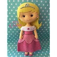 Muñeca artesanal de fieltro inspirada en princesa Aurora