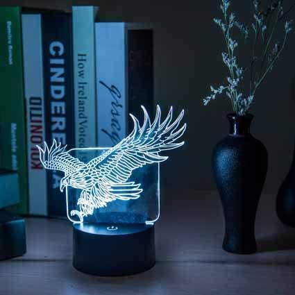 Geschenk des Nachtlichts 3d kreatives Licht der Nacht 3d führte Schreibtischlampe usb-Lampe romantisches Geburtstagsgeschenk 3d Stereoanblickadler sieben Farben