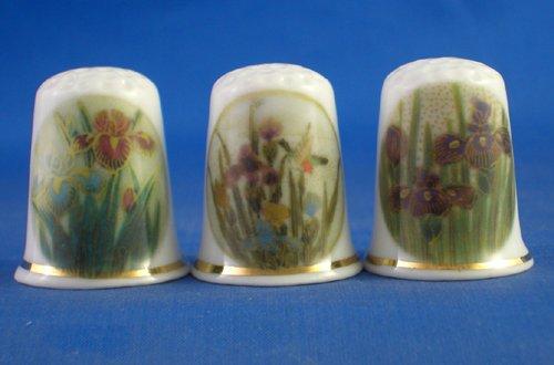 Porcelana China colección de dedales de tres japoneses Satsuma lirios
