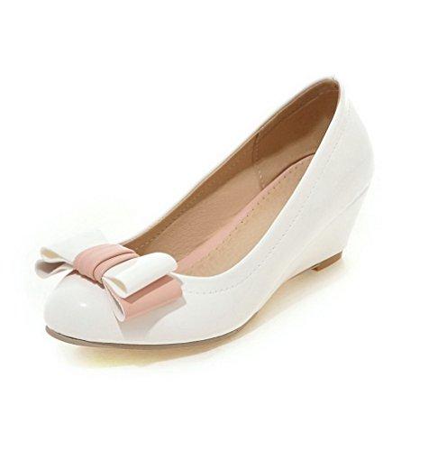 AllhqFashion Damen Mittler Absatz Lackleder Rein Ziehen auf Rund Zehe Pumps Schuhe Weiß