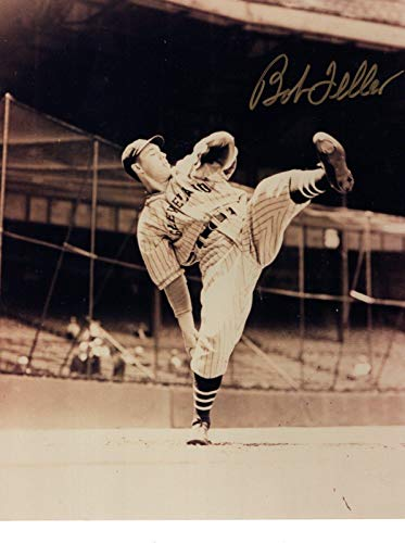 Bob Feller Signed Photograph - 8x10 +COA AWESOME POSE - Autographed MLB Photos