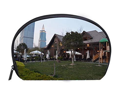 (Half-moon Cosmetic Bag Big Bamboo bar and restaurant and King Tower Jinqiao Pudong district Shanghai China Ladies Travel Convenience Small Wash Bag Storage Bag)