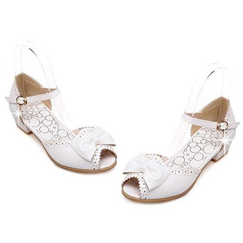 VogueZone009 Mujeres Hebilla Peep Mini Tacón Sólido Sandalias de vestir con Colgantes Blanco