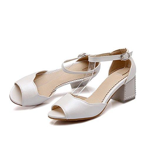 AllhqFashion Mujetes Tacón ancho Peep Sólido Hebilla Sandalias de vestir Blanco