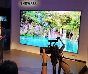 Samsung The Wall Microled And 85 Inch Qled Tv First Look