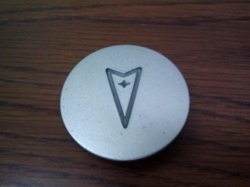 OEM Pontiac Center Cap 2.25 Inches 10207641 (Pontiac Wheel Center Caps compare prices)