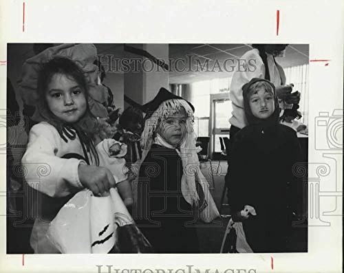 1990 Press Photo College Child Care Center Children in Halloween Costumes -