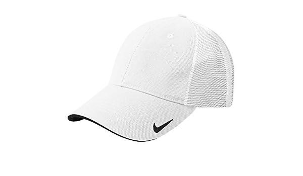 8c3d23f875e Amazon.com  Nike Golf Mesh Back Cap II. 889302 (S M