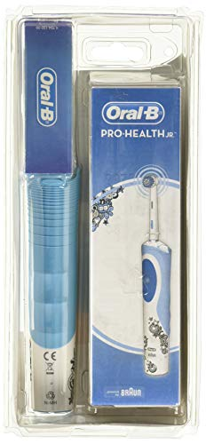 Oral-B Kids Electric Rechargeable Power Toothbrush Featuring Disney's Frozen, includes 2 Sensitive Brush Heads, Powered by Braun (Design May Vary)