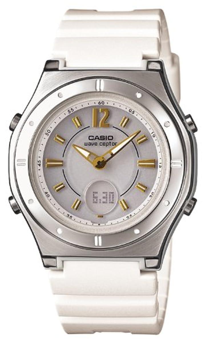 [해외] [카시오] 손목시계 웨이브세푸퍼터 전파 솔라 LWA-M142-7AJF 화이트