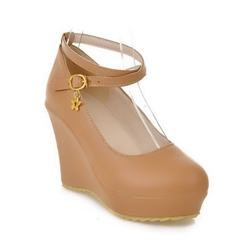 VogueZone009 Womens Closed Round Toe High Heel Wedge PU Solid Pumps with Metal Buckles and Metal Chain Brown ymQt1L