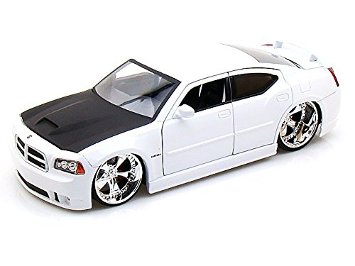 2006 Dodge Charger SRT8 Hemi 1/24 White 2006 Dodge Charger Srt8