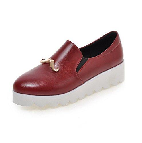 AllhqFashion Damen Rund Zehe Ziehen auf PU Leder Rein Mittler Absatz Pumps Schuhe Weinrot