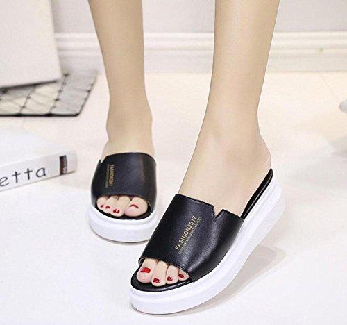 Una fuente zapatillas femeninos sandalias gruesas corteza del mollete y zapatillas marea salvaje sólido Black
