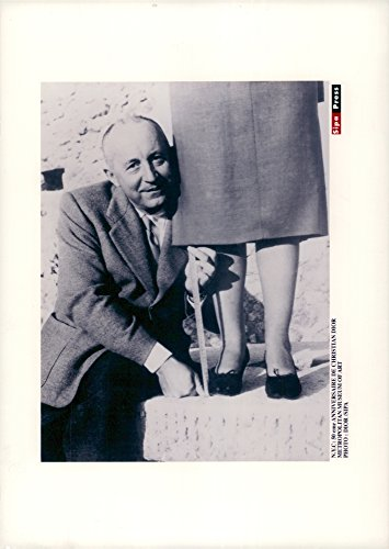 Vintage photo of Christian Dior measures the edge of a ()