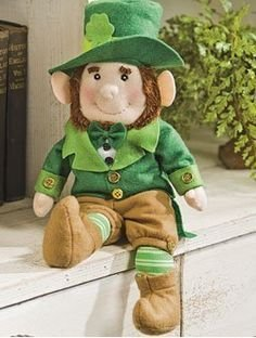 Plush Leprechaun Stuffed Lucky Irish Decor Green Shamrock Top Hat Counter Table Top Home Accent Decoration St Patrick's Day (Shamrock Elf)