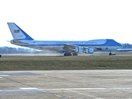 ent Barack Obama arrives on Air Force One to McGhee Tyson Air National Guard Base, Tenn, on J (Air National Guard Bases)