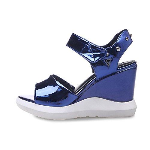 AgooLar Mujeres Charol Velcro Puntera Abierta Plataforma Tachonado Sandalia Azul