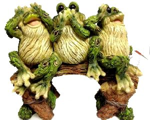 Three Frogs Sitting on a Bench,hear SEE Speak No Evil