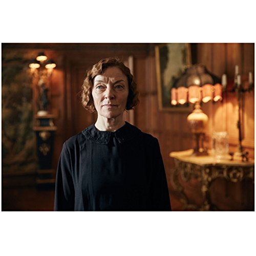 Peaky Blinders Wendy Nottingham as Mary Chest Up Shot Arms at Sides Looking Grim 8 x 10 Inch Photo -