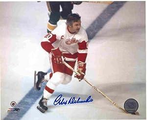 Autographed Alex Delvecchio Detroit Red Wings 8x10 Photo with COA