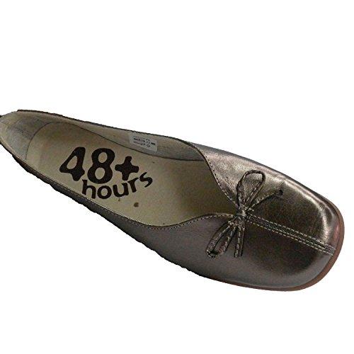 Zapato mujer cuña baja tipo manoletina abertura en empeine con lazo 48 Hours en metalizado