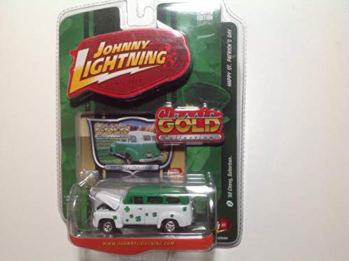 Johnny Lightning R2 Classic Gold Collection Happy St. Patrick's Day '50 Chevy Suburban Green/White