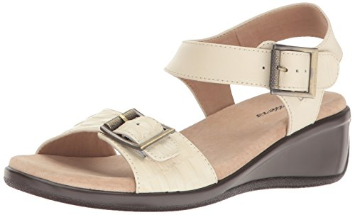 Trotters Women's Eden Wedge Sandal Beige